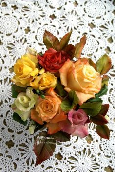 Roses in autumn colors - cake by Katarzynka Chocolate Crafts, Colorful Cakes, Sugar Art, Sugar Flowers, Daily Inspiration, Bouquets, Cake Decorating, Floral Wreath, Roses