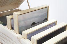 2 Coleção de vistas, 2014 | caixa de madeira, fotografia e óleo sobre tela - 30 x 66 x 21 cm