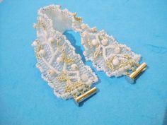 Witte bruids armband met Howliet kralen witte armband door Seadbeady