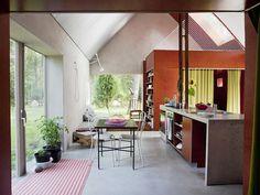 Hamra House   http://yadokari.net/minimal-life/14349/
