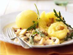 Kartoffelklöße mit Champignons http://www.fuersie.de/kochen/rezeptideen/artikel/kartoffelkloesse-mit-champignons