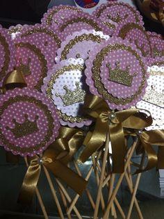pirulitos coroa - Buscar con Google Baby Shower Princess, Princess Birthday, Princess Party, Girl Birthday, Birthday Parties, Fiesta Baby Shower, Cinderella Party, Ballerina Party, Alice In Wonderland Party
