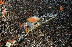 Bal Thackeray's funeral procession reaches Shivaji Park; lakhs present http://ndtv.in/RLIj2N