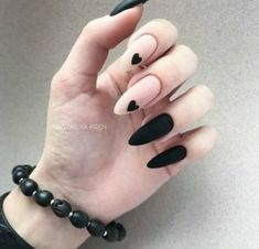 Expand fashion to your nails with the help of nail art designs. Donned by fashion-forward personalities, these kinds of nail designs can add instantaneous allure to your apparel. Matte Nail Art, Black Nail Art, Best Acrylic Nails, Black Art, Cute Black Nails, Edgy Nail Art, Long Black Nails, Oval Nail Art, Short Nails