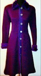 Tapado lanilla violeta con detalles de pasamanería