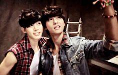 Hongbin and N taking a selca, so cute c: I love their faces xD