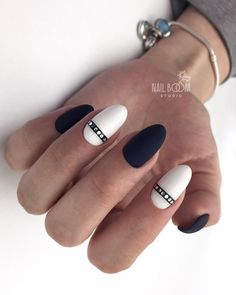 The advantage of the gel is that it allows you to enjoy your French manicure for a long time. There are four different ways to make a French manicure on gel nails. Gorgeous Nails, Love Nails, Pretty Nails, Fun Nails, Clean Nails, Cool Nail Designs, Black Nails, Nail Manicure, Nail Arts