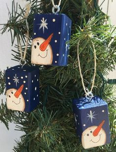 Christmas Snowman Christmas tree ornaments set of 3 by EZpickets on Etsy Wooden Christmas Decorations, Christmas Ornament Crafts, Snowman Crafts, Primitive Christmas, Christmas Snowman, Rustic Christmas, Christmas Projects, Handmade Christmas, Holiday Crafts