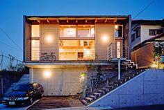 大きな窓やデッキテラスで、外の風景をまるで家の一部のように取り込まれています。