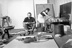 Pierre Soulages con su esposa en el taller.