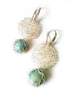 Pendientes de plata tejidos con perla cultivada, antialérgicos. $15.000.-