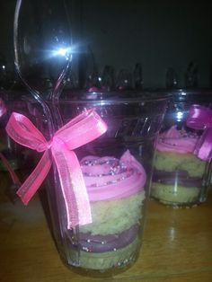 Grab and go cupcake ideas.... made these for a birthday party last week. Nice idea for a bake sale though