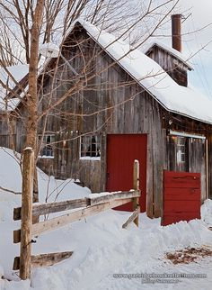 Country ~♥~ Life ◦✩☼◦ Old barn with bright red door shown off in freshly fallen snow! Country Barns, Country Life, Country Living, Country Roads, Farm Barn, Old Farm, Barn Pictures, Red Barns, Old Buildings