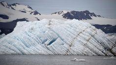 De grootste ijsbergen die van Antarctica afbreken en smelten, helpen onverwacht de opwarming van de aarde te vertragen.