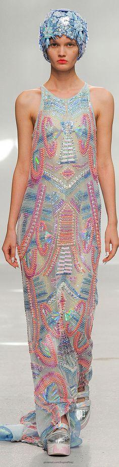Manish Arora Spring 2015 Ready-to-Wear Fashion Show Fashion Art, Fashion Week, Look Fashion, Fashion Details, Indian Fashion, Runway Fashion, Trendy Fashion, High Fashion, Fashion Show