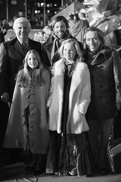 unknown actor Richard Chamberlain singer Andy Williams actress Melissa Sue Anderson and actress Melissa Gilbert at the Christmas tree lighting. Laura Ingalls Wilder, Melissa Sue Anderson, Ingalls Family, House Cast, Melissa Gilbert, House Star, Richard Chamberlain, Andy Williams, Michael Landon