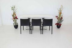 """Tisch """"Industry"""", weiß in Kombination mit Stühlen """"Vita"""" in schwarz"""