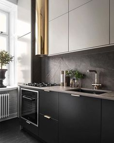 A good number of black kitchens are slowly appearing in homes as it is a classic and stylish color that evokes feelings of elegance and sophistication. It is also a suitable color for your living room, so, if you want… Continue Reading → Kitchen Decor, Kitchen Inspirations, Home Interior Design, Interior Design Kitchen, Kitchen Cabinet Design, Luxury Kitchen Modern, Home Kitchens, Kitchen Backsplash Designs, Black Kitchens