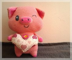 Free shipping Pig with heart amigurumi doll