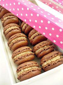 Candy's: Csokis-gesztenyés macaron Meringue, Dessert Recipes, Desserts, Hot Dog Buns, Bagel, Macarons, Nutella, Baked Goods, Biscuits