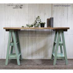 アンティーク風無垢材を使用したアトリエデスクです。ドレッサー、ミシン台としてもご利用いただけます。 Diy Recycle, Recycling, Office Images, Diy Furniture, Entryway Tables, Cool Stuff, Decoration, Wood, Home Decor