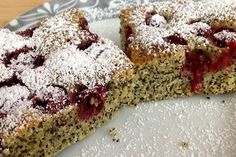 Kto má rád kombináciu maku a višní si určite pochutí. Let Them Eat Cake, Banana Bread, Sweet, Desserts, Cherry Cake, Cherries, Healthy Food, Poppy, Dessert Ideas
