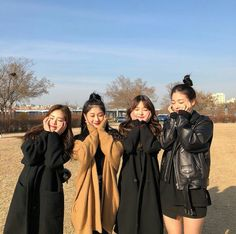 or can find Korean street fashion and more on our or Ullzang Girls, Couple Girls, Ullzang Boys, Ulzzang Girl Fashion, Ulzzang Korean Girl, Ulzzang Couple, Best Friend Pictures, Bff Pictures, Friend Photos