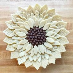 Creative Dough Decorations Beautify Delicious Pies Food decoration is a fabulous way to change the look of your favorite meals and desserts Pie Decoration, Decoration Patisserie, No Bake Desserts, Just Desserts, Delicious Desserts, Pie Crust Designs, Pies Art, Pie In The Sky, Pie Crust Recipes