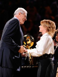 Phil Jackson and Lakers Exec Jeanie Buss Engaged #CouplesNews
