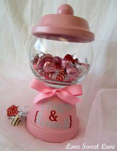 Hugs and Kisses Gumball Machine tutorial Clay Pot Projects, Clay Pot Crafts, Jar Crafts, Craft Projects, Vinyl Crafts, Easter Crafts, Valentine Day Crafts, Valentine Decorations, Be My Valentine