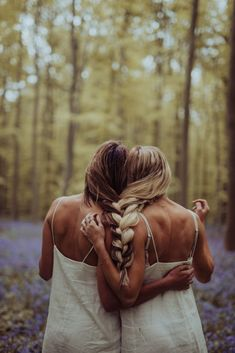 Beste Freundinnen Foto Shooting Fotografie Inspiration Moodboard BFF Ideen hair art Forest of Flowers in Belgium - Barefoot Blonde by Amber Fillerup Clark Bff Pics, Photos Bff, Cute Friend Pictures, Sister Pictures, Artsy Photos, Creative Photos, Best Friends Shoot, Cute Friends, Best Friend Fotos