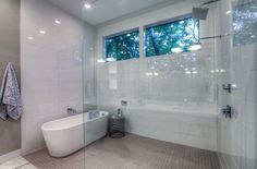 You'd be relaxed in no time in this bathtub!
