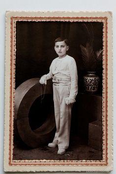 Pepito Esteve en su comunión.Foto J. Franco, Orihuela. Foto coloreada sobre cartón.  El Desván de Bartleby C/.Niebla 37. Sevilla