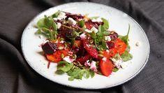 Foto: Tone Rieber-Mohn / NRK Beet Salad, Caprese Salad, Cobb Salad, Orange Salad, Bruschetta, Beets, Tapas, Food To Make, Ethnic Recipes
