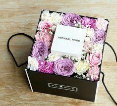 Flower Bouquet Boxes, Flower Box Gift, Gift Bouquet, Flower Frame, My Flower, Bff Birthday Gift, Congratulations Gift, Gift Box Design, Sweet Box
