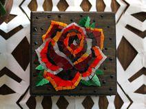 Rosa Old school / Porta gioie in legno con mosaico