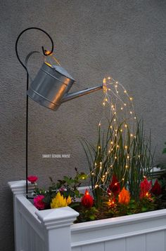 Glowing Watering Can with Fairy Lights - How neat is this? It's SO EASY to make! Hanging watering can with lights that look like it is pouring water. Hinterhof Ideen Landschaftsbau Watering Can with Lights (VIDEO) Garden Crafts, Garden Projects, Garden Art, Garden Tools, Diy Projects, Fairies Garden, Garden Fairy Lights, Easy Garden, Upcycled Garden
