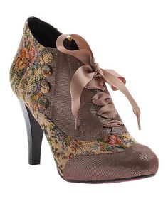 Natural Tapestry Betsy Buttons Pump