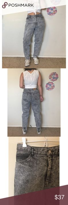 """ACID WASH VTG 90s high waisted bow zipper jeans Features high waist fit, acid wash, zipper and bows on the back. Marked a size 11. Length: 38.5"""" Waist: 14.5. Shown on a size 3/5 and 5'2"""" Jeans Skinny"""