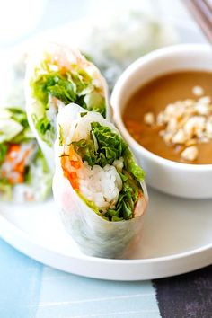 Easy Goi Cuon recipe wrapped with rice noodles, vegetables, herbs and shrimp. These Vietnamese fresh spring rolls are served with hoisin peanut dipping sauce.Goi Cuon RecipeGoi Cuon are Vietnamese fre Vegetable Recipes, Vegetarian Recipes, Healthy Recipes, Healthy Eats, Vietnamese Recipes, Asian Recipes, Vietnamese Food, Goi Cuon Recipe, Vietnamese Fried Spring Rolls