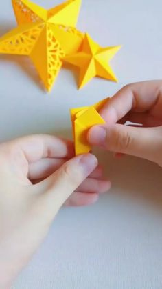 Paper Flowers Craft, Paper Crafts Origami, Paper Crafts For Kids, Flower Crafts, Diy Paper, Diy Crafts Hacks, Diy Crafts For Gifts, Diy Arts And Crafts, Creative Crafts