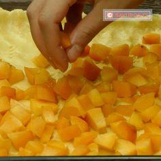 Cea mai simplă și cea mai rapidă prăjitură cu caise pentru ceai! - savuros.info Mai, Carrots, Vegetables, Food, Essen, Carrot, Vegetable Recipes, Meals, Yemek