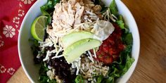 Make your own Mexican-inspired chicken burrito bowl with black beans, cilantro-lime rice, and all the trimmings. 29 grams of protein and only 374 calories. Get the recipe here! Chicken Burrito Bowl, Chicken Burritos, Healthy Cooking, Healthy Eating, Healthy Recipes, Fixate Recipes, Healthy Foods, Healthy Suppers, Alkaline Recipes