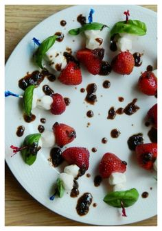 Fresh Strawberry, Mozzarella, and Basil skewers with balsamic sauce.a fun little appetizer for your next outdoor party via Skewer Appetizers, Finger Food Appetizers, Appetisers, Yummy Appetizers, Appetizers For Party, Yummy Snacks, Appetizer Recipes, Wine And Cheese Party, Thing 1