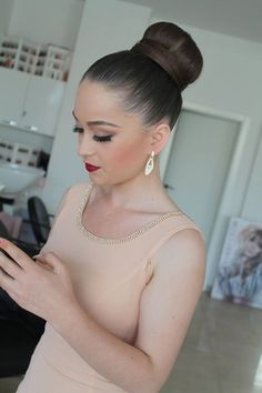 Chignon Updo, Ponytail Bun, Sleek Ponytail, Updos, Slicked Back Hair, Sleek Hairstyles, Super Hair, Shiny Hair, Big Hair