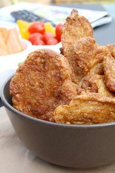 Das Rezept für Low Carb Chips mit Käse und Leinsamen - ein reueloser Genuss am Abend. Diese Chips retten jeden Fernsehabend.