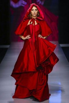 Laura Mancini Fashion Show Ready to Wear Collection Spring Summer 2016 in Dubai Live Fashion, Fashion Show, Cersei Lannister, Red Riding Hood, Spring Summer 2016, Evening Gowns, Runway Fashion, Ready To Wear, Fashion Photography