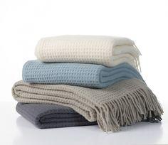 Klippan wollen plaid Claudia, linnen, grijs en misty blue | Onderweg en in huis | Little shop around the corner
