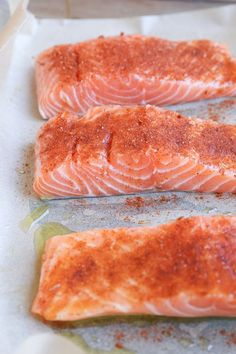 Easy oven-baked crispy salmon for a clean, nutritious dinner. This quick and simple recipe only requires about 15 minutes from start to finish! Crispy Salmon Recipe, Oven Roasted Salmon, Baked Salmon Recipes, Glazed Salmon, Honey Glaze, Cooking Salmon, How To Make Salad, Mediterranean Recipes, Good Food