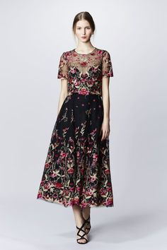 See the complete Marchesa Notte Fall 2016 Ready-to-Wear collection.